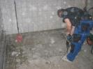 Boden einschneiden, abbrechen,entsorgen,bis 8 cm.